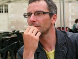 Yannick Kujawa: La manche et la pioche, par Hans Limon