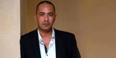 Dans la salle d'attente, l'Algérien est totalement nu (Kamel Daoud)